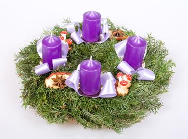 В Европе многие украшают елку свечами