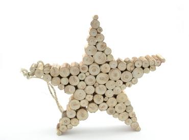Красной звездой обычно украшали вершину елки в российских семьях
